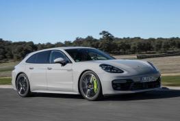 Porsche-Panamera_Turbo_S_E-Hybrid_Sport_Turismo-2018-1600-15